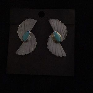 Jewelry - Silver pierced style earring with turquoise